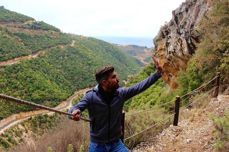 naturelover huge rock lebanesenature holdingontoyou reserve ... (Bentael Nature Reserve)