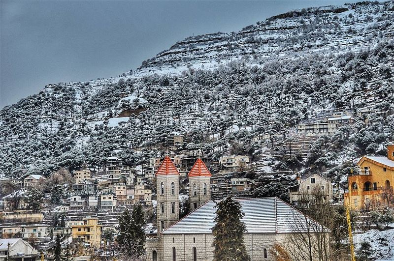 sunday trip picoftheday baskenta snow white village church snowing forest... (Baskinta, Lebanon)